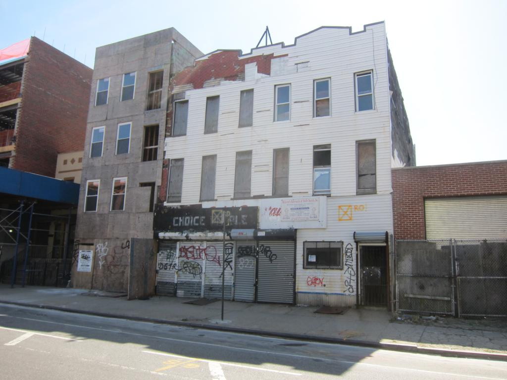 820 DeKalb Avenue, before demolition, image by Nicholas Strini for Property Shark