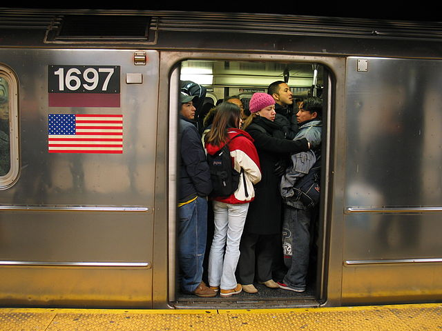Crowded 7 train, which would be relieved by better service on the LIRR's Port Washington Branch. Image by Dschwen, from Wikipedia.