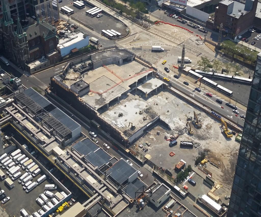Demolition of old Mercedes dealership