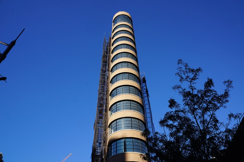 10 Sullivan's curved facade