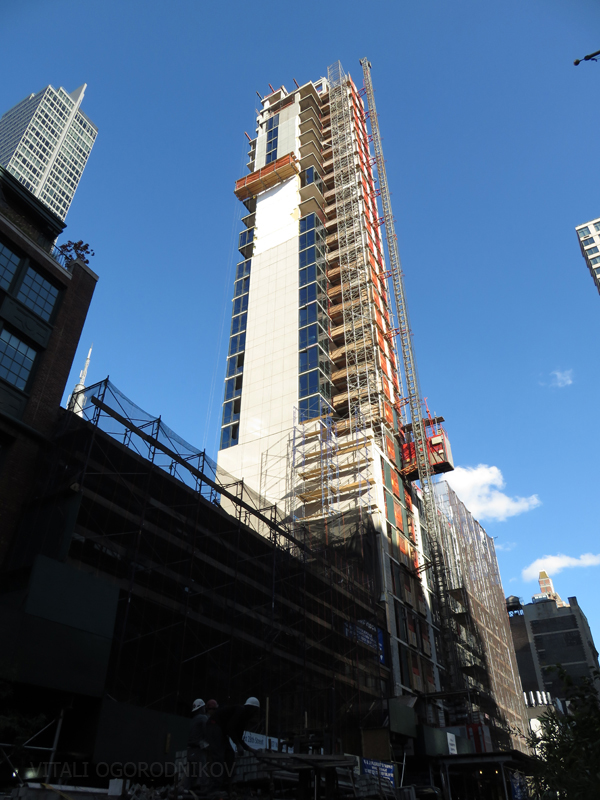 105 West 28th Street (left) and Hyatt House (right) under construction on West 28th Street
