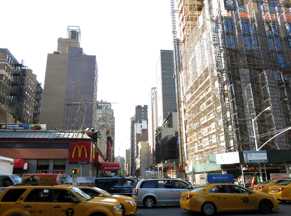 Intersection of 6th Avenue and West 28th Street