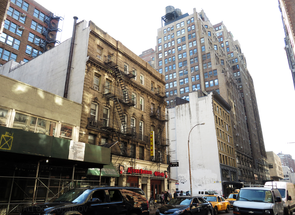 Western end of the West 28th Street block, looking towards 7th Avenue