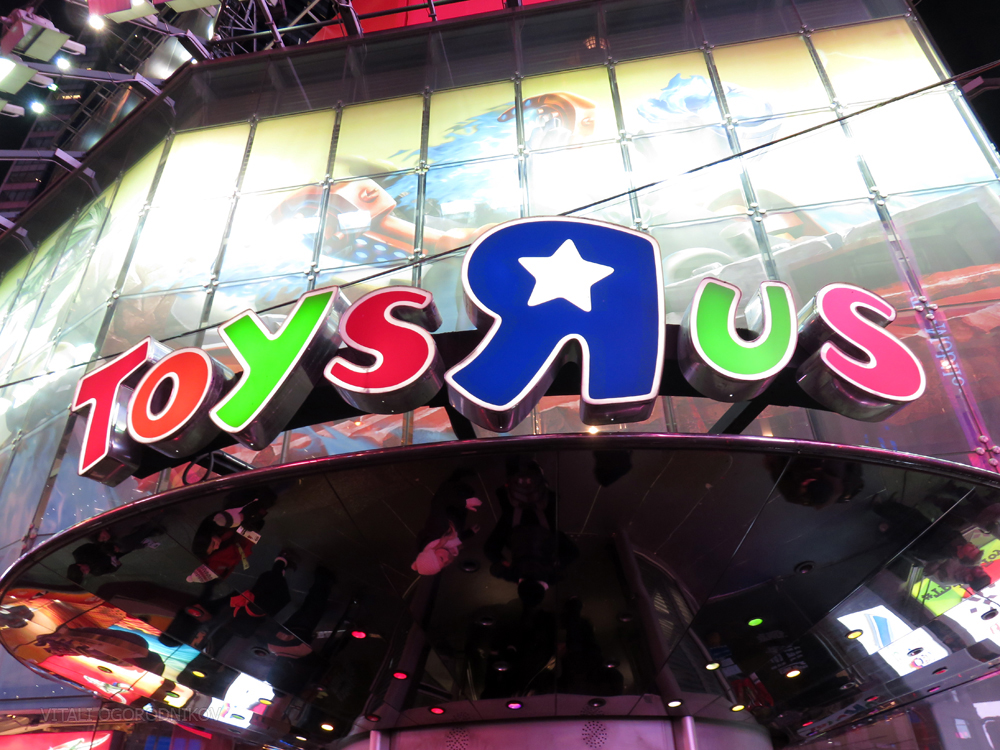 IMG_6595-toys-r-us-times-square-canopy-small-wmark