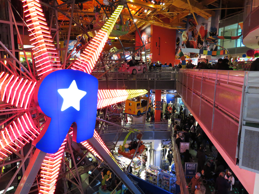 Times Square Toys Quot R Quot Us Once World S Largest Toy Store