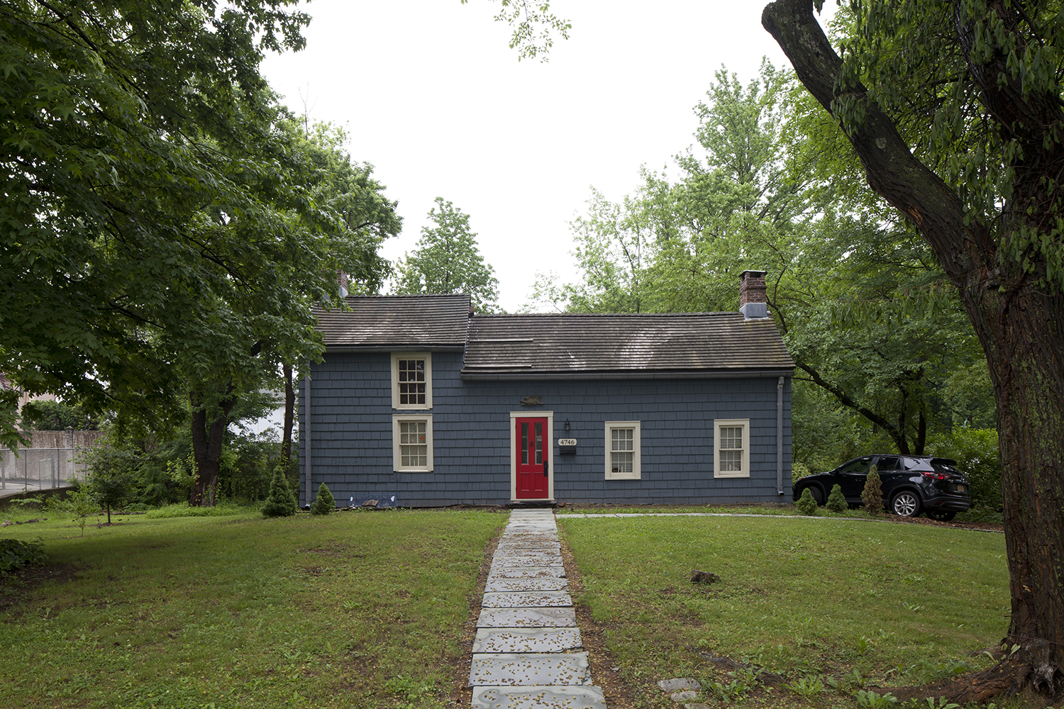 Brougham Cottage, 4746 Amboy Road. LPC photo.