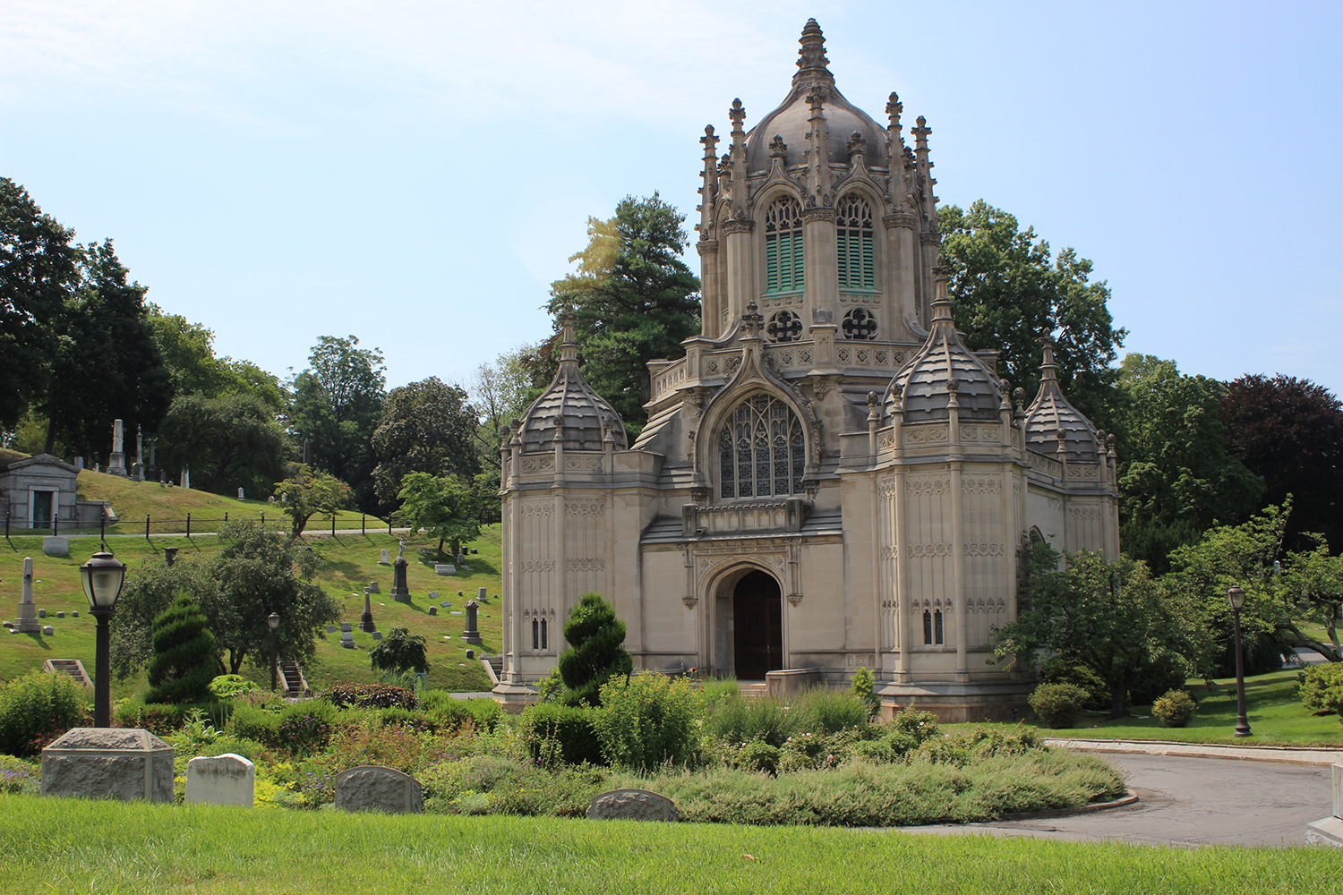 Green-Wood Cemetery chapel. LPC photo.