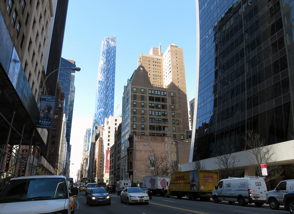 February 2016. Looking northwest from West 57th Street. Vogar/bainbridge Building is in the center. One57 is to the left