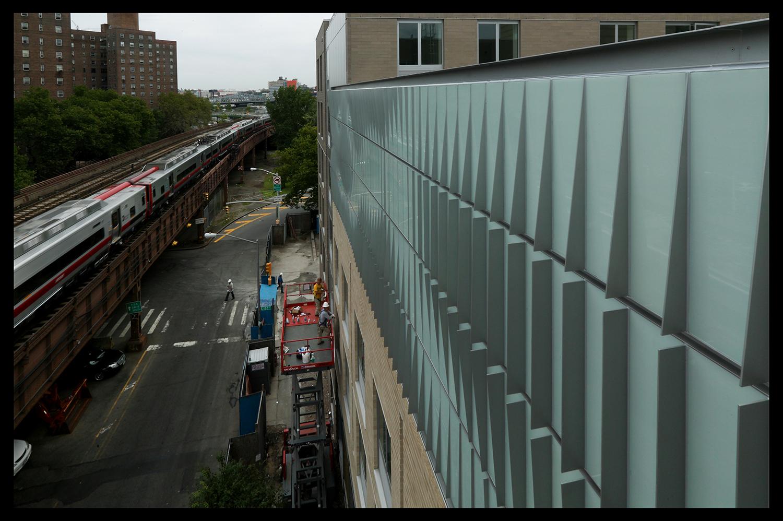 A Metro-North Railroad train passing the 'Park Avenue Artwall.' Photo: GDSNY