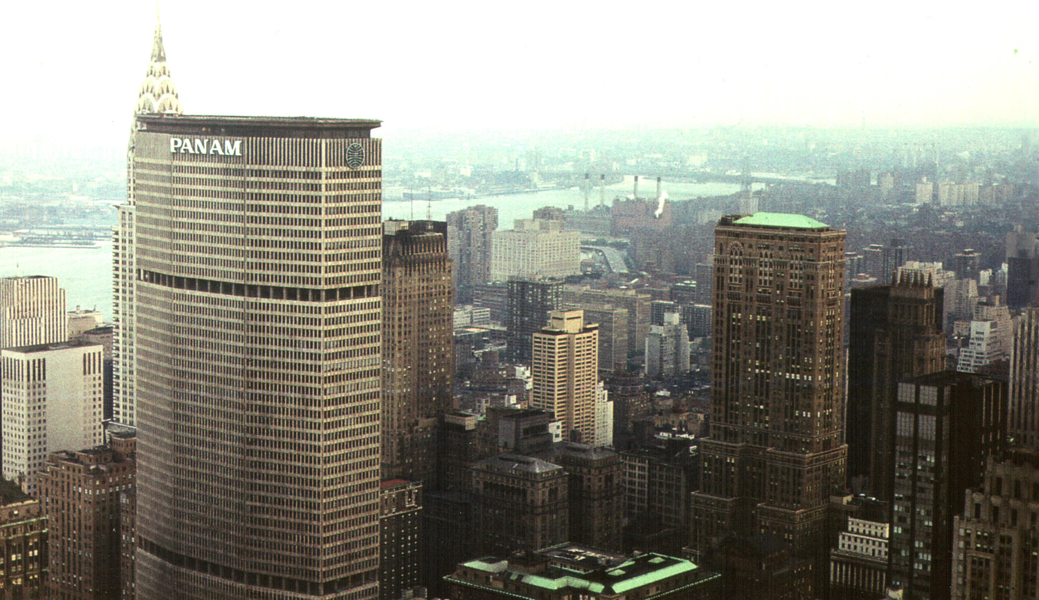 The Pan Am Building in 1977. Photo by Derzsi Elekes via Wikimedia Commons.