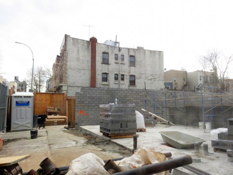 387 Manhattan Avenue. Looking south. Photos by the author.