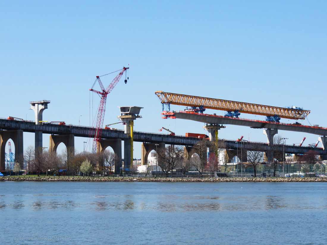 The rolling gantry at the Bayonne approach. Looking north.