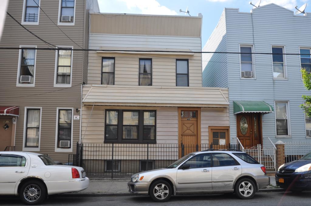 1821 Grove Street