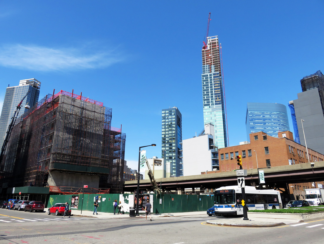Jackson West. Looking northeast. Prominent background buildings, from left to right: 23-10 Queens Plaza, Hyatt Place, 27 on 27th, 42-77 Hunter Street, Tower 28, Gotham Center, and Aloft Hotel.