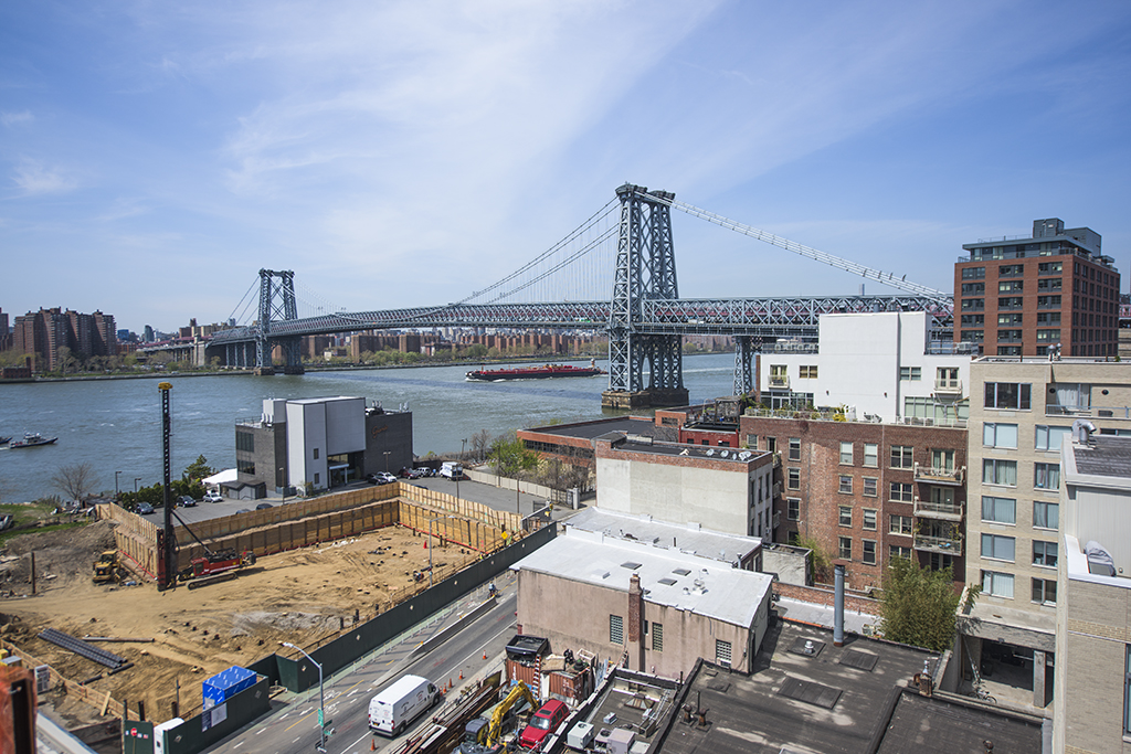 View of the Williamsburg Bridge from Oosten