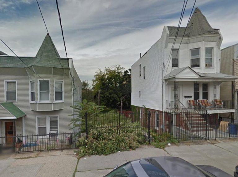 633 Mead Street