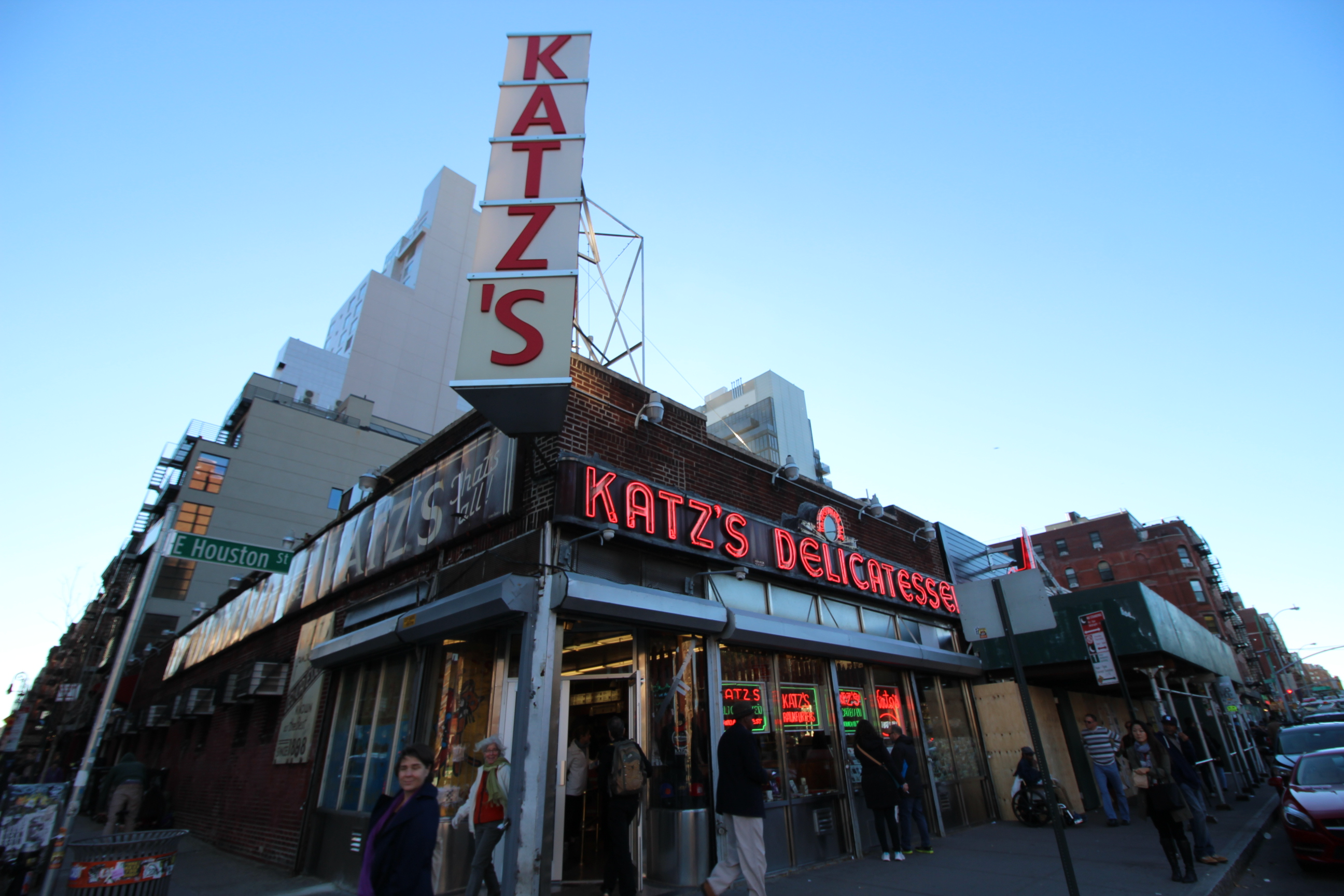 "Katz's Delicatessen, October 30, 2015. Credit: <a href=""https://www.flickr.com/photos/shinyasuzuki/22633084081/in/photolist-Au1tnB-ArPEao-AqHuV3-zb6EU2-zLa36Z-zHxH5K-ySZgiL-rnJsAV-rE5zNY-qHbDu5-roaYhL-rjFMwm-AqHuLf-AbpFs9-AbpFhQ-AqHuv5-Au1itZ-zw8h3g-zvYVWG-zBJMeh-zGWz2L-zsDYDf-yHp8BQ-zErnXv-znVo5V-xxfdLu-xy7vfd-w1X7Yy-udzYXm-tKVhGC-tDwVqP-tDoxrd-sWYuZd-tTRxJX-tTRwCV-tTRw36-tTJbkD-t3znHq-rvsDFi-s7QjA4-rtfipr-rEFSeY-rqoShy-rqwx1x-rhaZvg-rywdwc-qBCvNh-rwktU5-ryC3kH-rh3CTY"">Shinya Suzuki/Flickr</a>"
