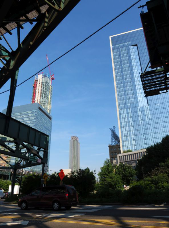 IMG_5516-Marriott-LIC-Queens-Plaza-Durch-Kills-elevated-tothewest-small-wmark