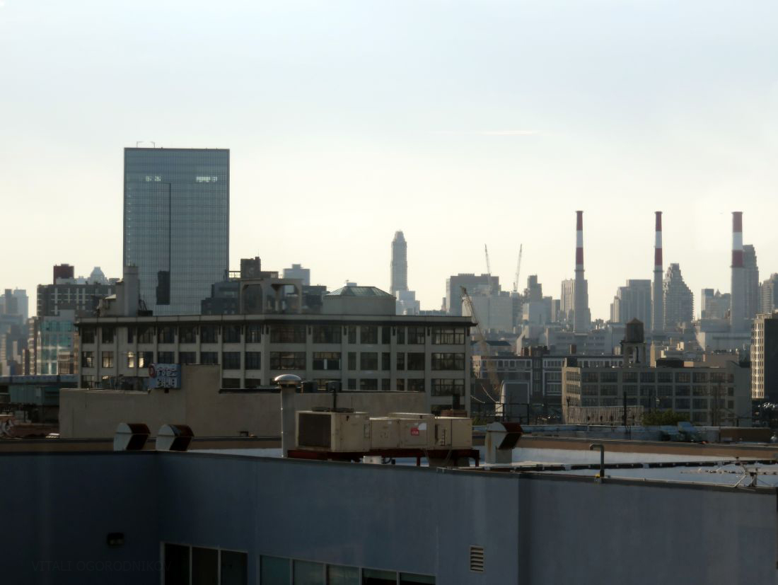 Looking west, with eastern LIC in the foreground and Ravenswood and Manhattan's Upper East Side in the rear