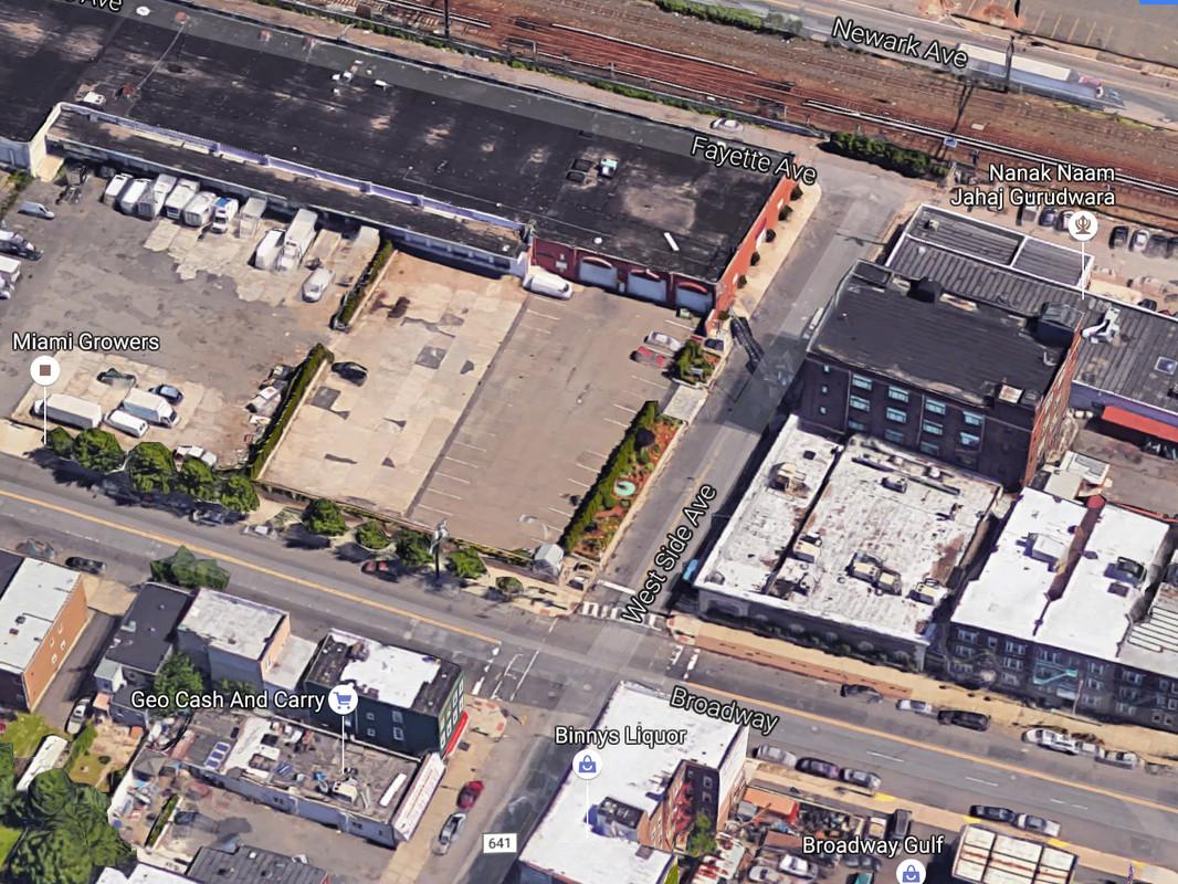 1075 West Side Avenue