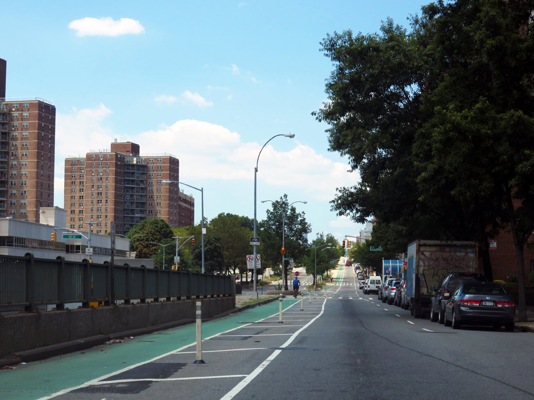 Looking west along Queens Boulevard. the Bix Six apartment complex is on the left.