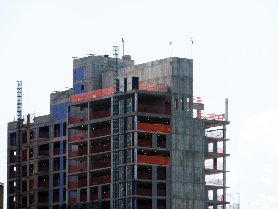 IMG_6721-27-19-44th-Drive-Watermark-29-21-44th-Drive-topped-out-tothesw-small-wmark
