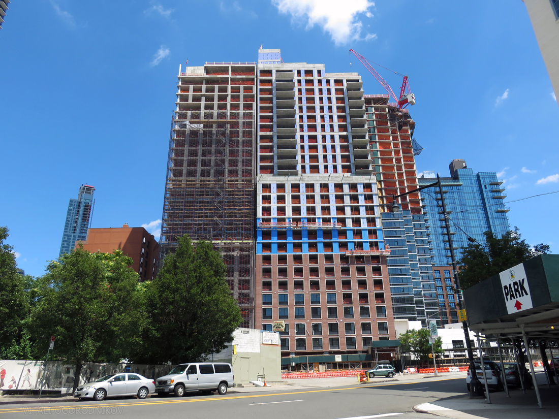 Looking east from Thomson Avenue. Under-construction and recently-completed buildings, from left to right: The Hayden (balconies in the upper right corner), Tower 28, Watermark Long Island City, The Harrison, 44-26 Purves Street, and Halo LIC