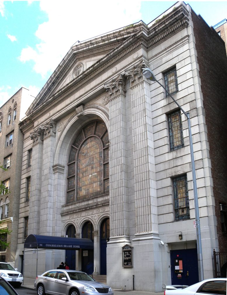 Former synagogue at 212 West 93rd Street. Photo via Wikipedia Commons.