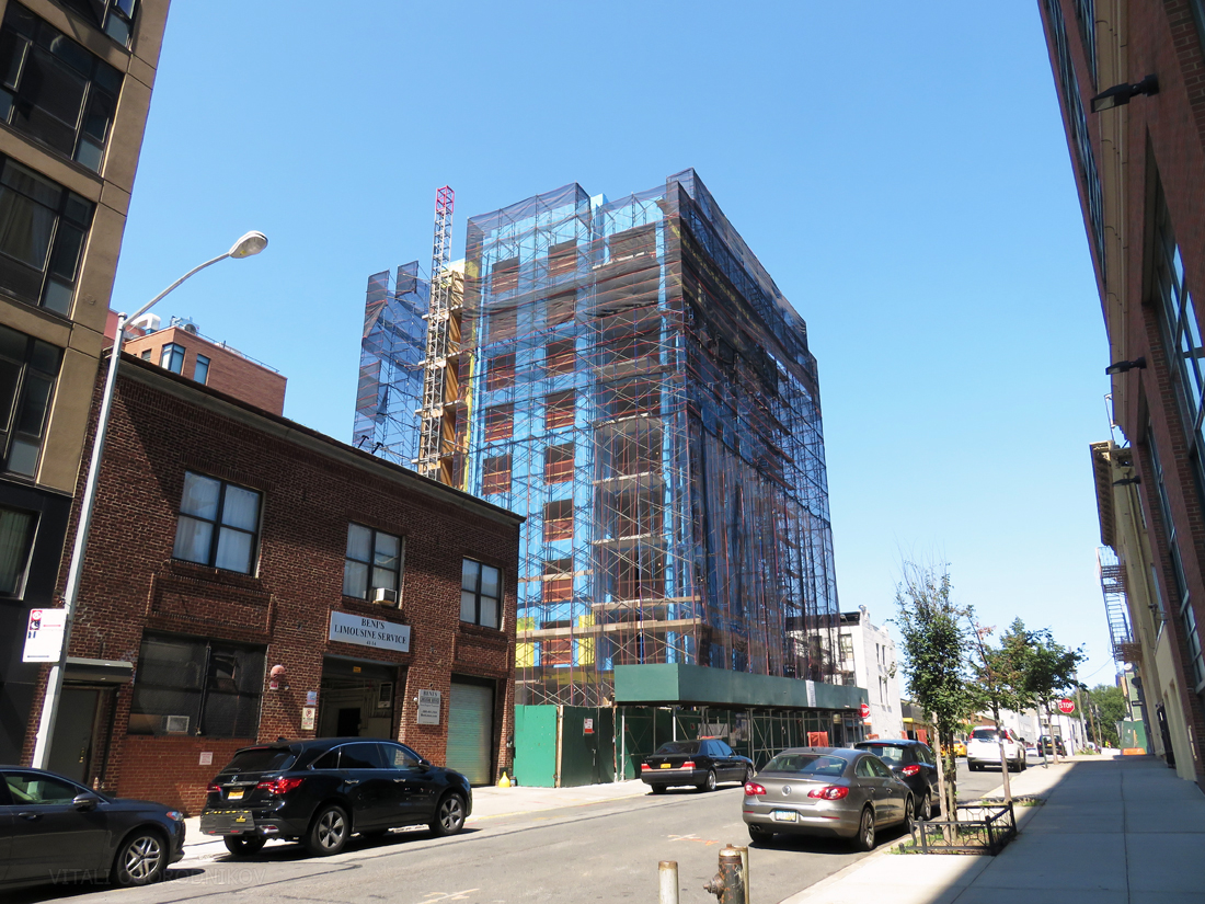41-04 27th Street. Looking north. Photos by the author.