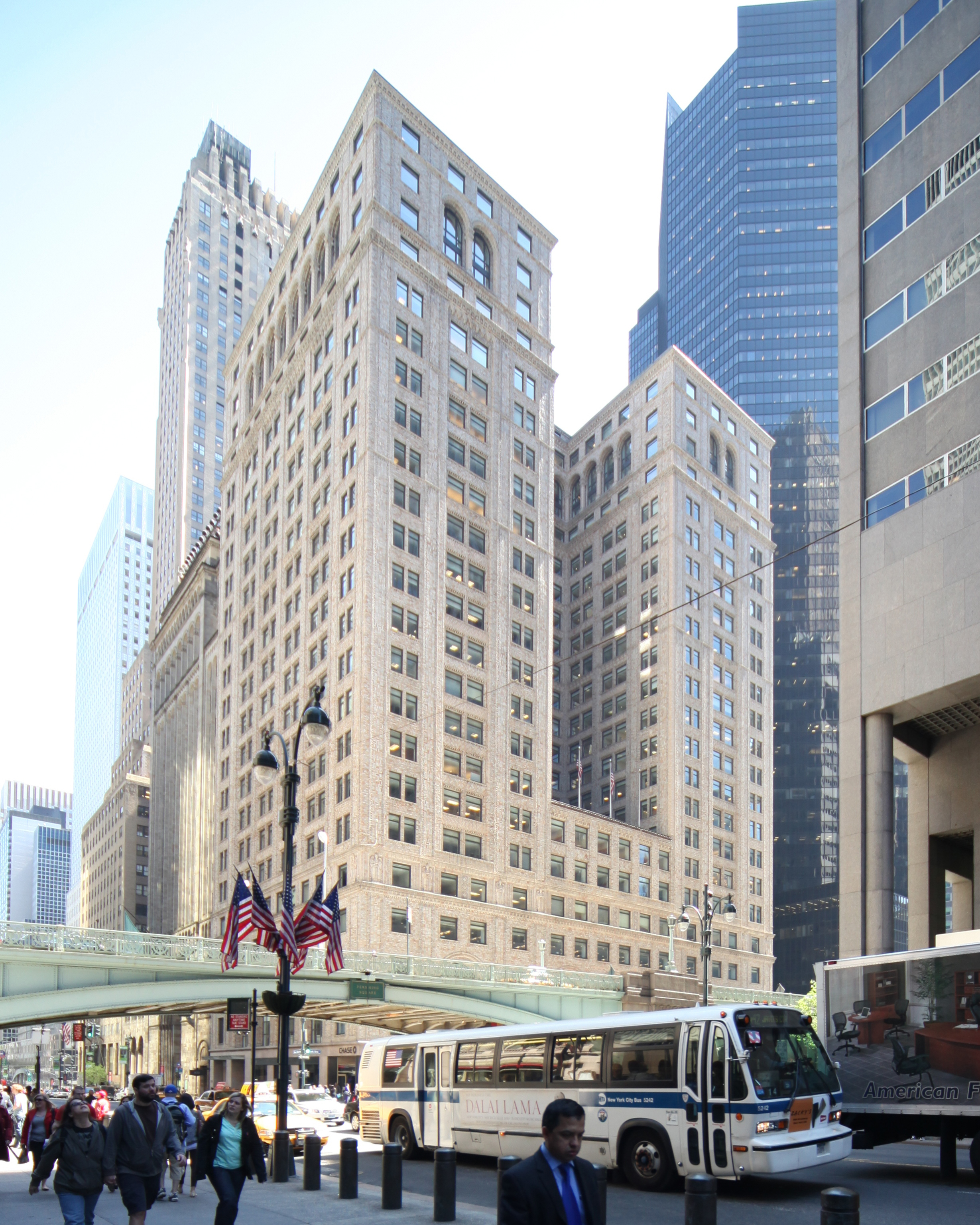 The Pershing Square Building at 125 Park Avenue. LPC photo