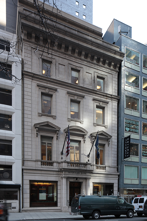 The former Minnie E. Young Residence at 19 East 54th Street. LPC photo