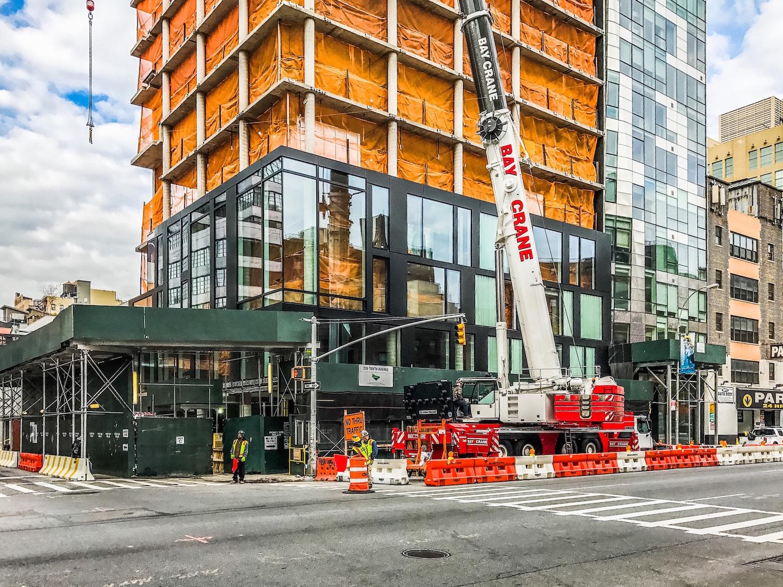"239 Tenth Avenue, photo by <a href=""https://tectonicphoto.com/"">Tectonic</a>"