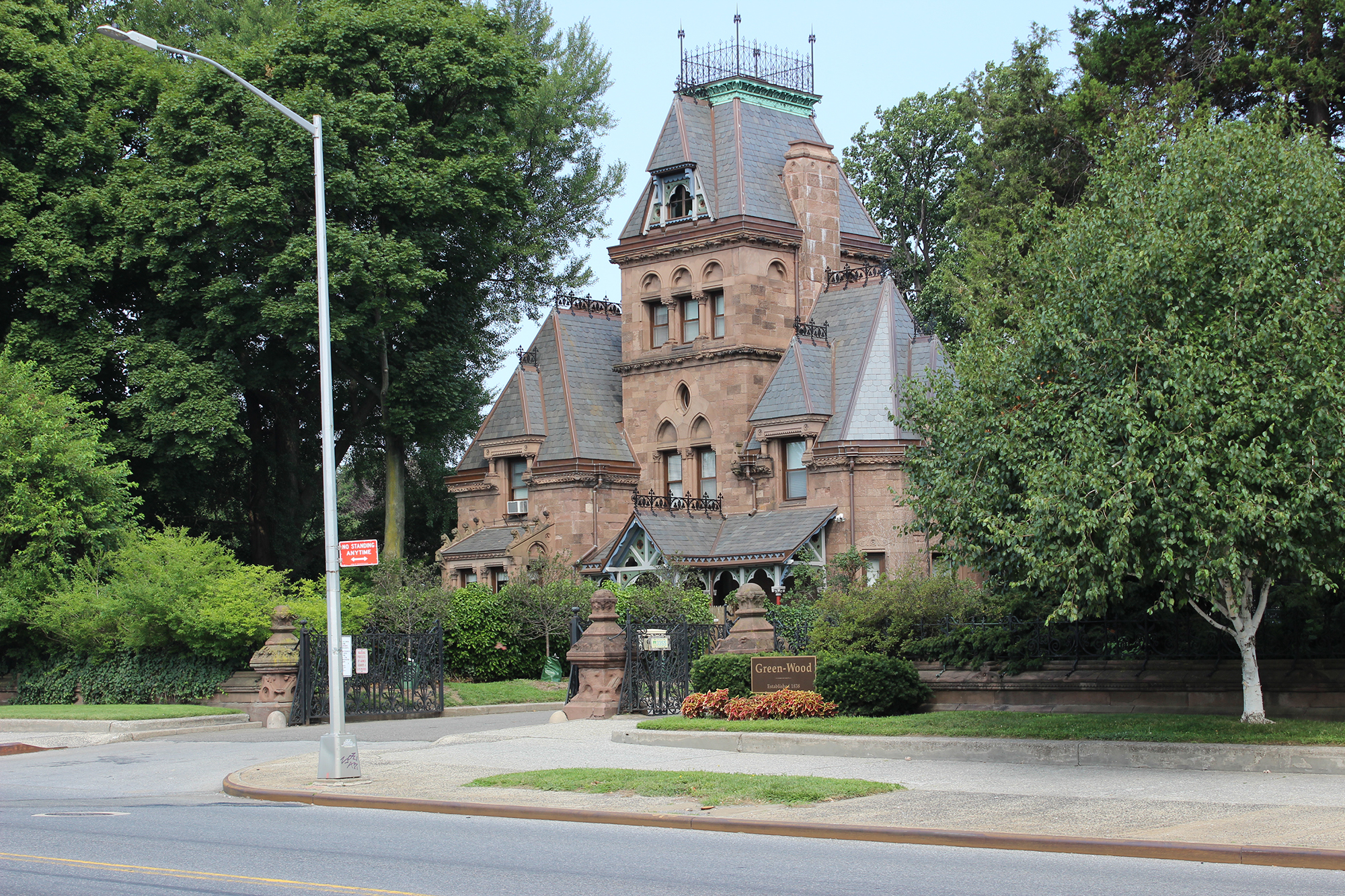 The Fort Hamilton Parkway entrance to Green-Wood Cemetery. LPC photo