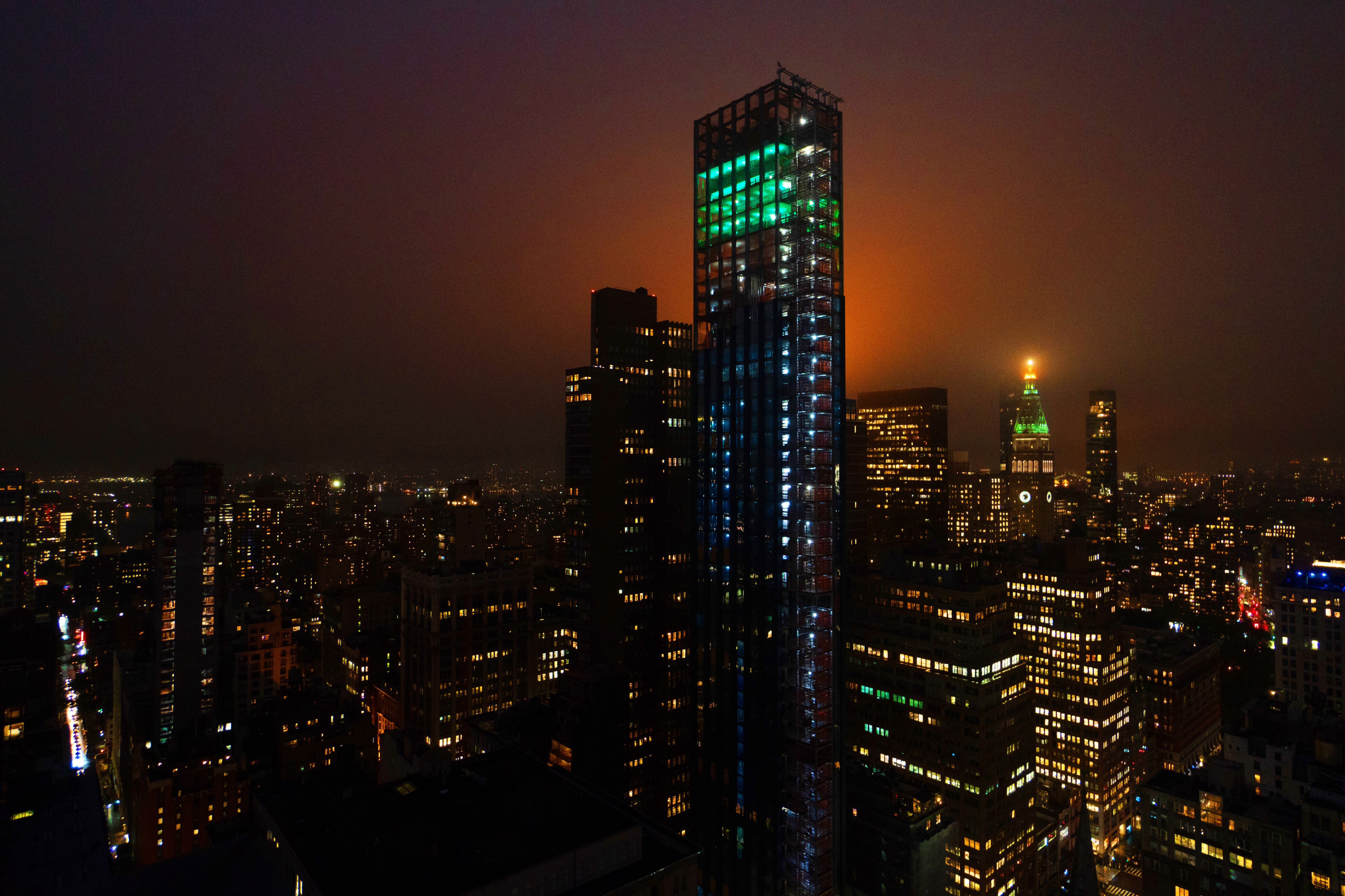 "Art-Installation-Debuted-at-Visionary-Architect-Rafael-Vinolys-277-Fifth-Ave-01MD NoMad's Skyline Lights Up With ""Aurora"" Atop 277 Fifth Avenue"