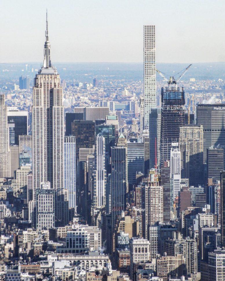 Manhatten New York: One Vanderbilt Reaches Supertall Territory Above Midtown