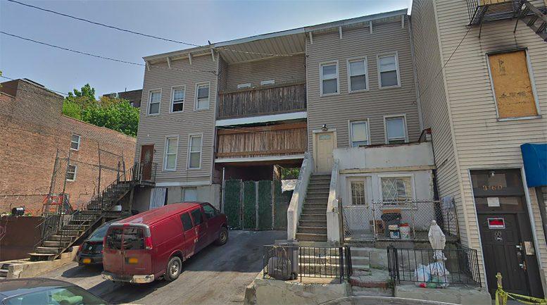 3162 Villa Avenue in Bedford Park, The Bronx