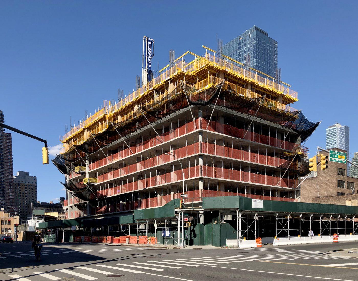 Pelli Clarke Pelli's 555 West 38th Street Continues to ...