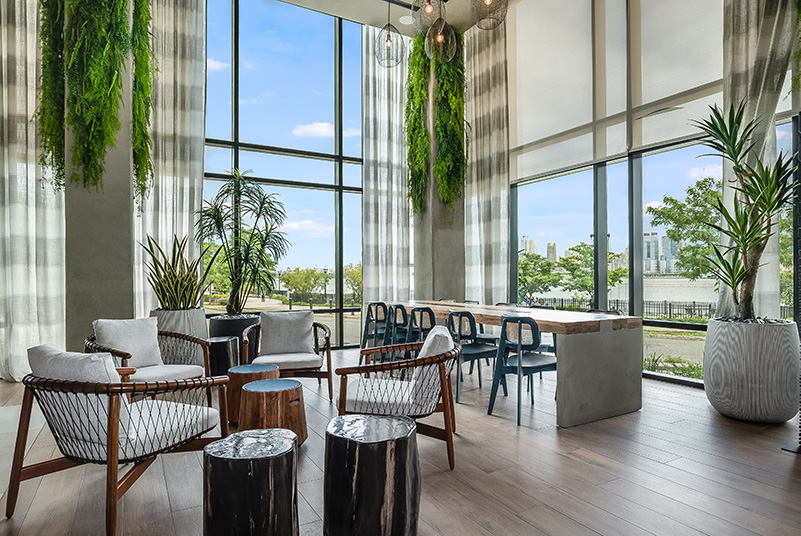 Communal lounge area at Riverhouse 9 - Courtesy of Mack-Cali Realty Corporation