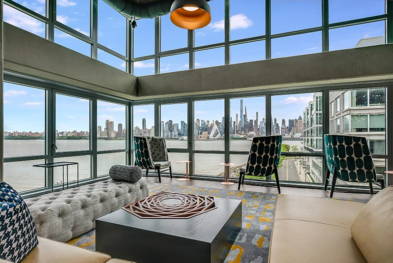 Roof level lounge area at Riverhouse 9 - Courtesy of Mack-Cali Realty Corporation
