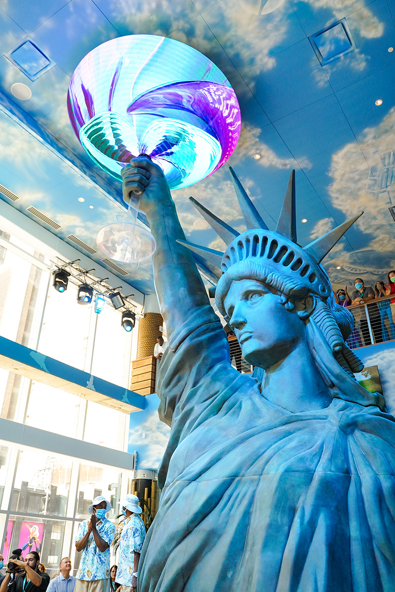 Lady Liberty and her maragarits at the Margaritaville Resort Times Square - Photo by Getty Images