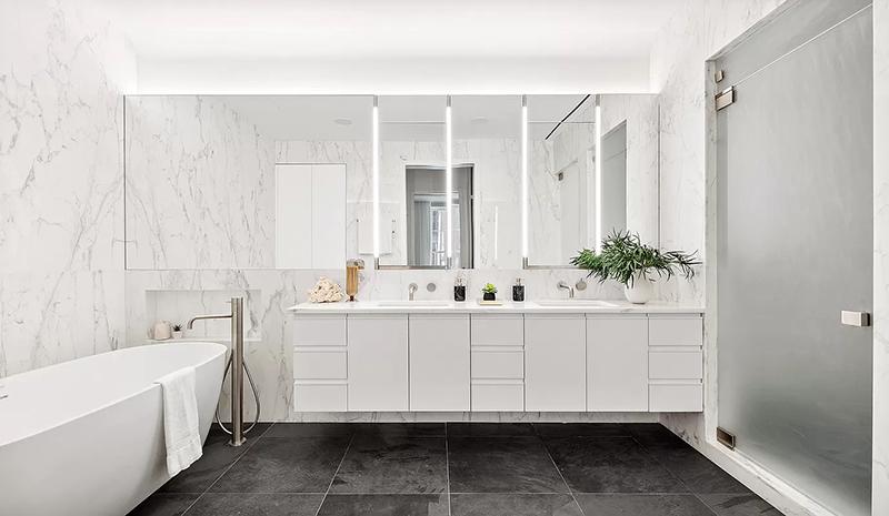 Model bathroom at 51-53 White Street