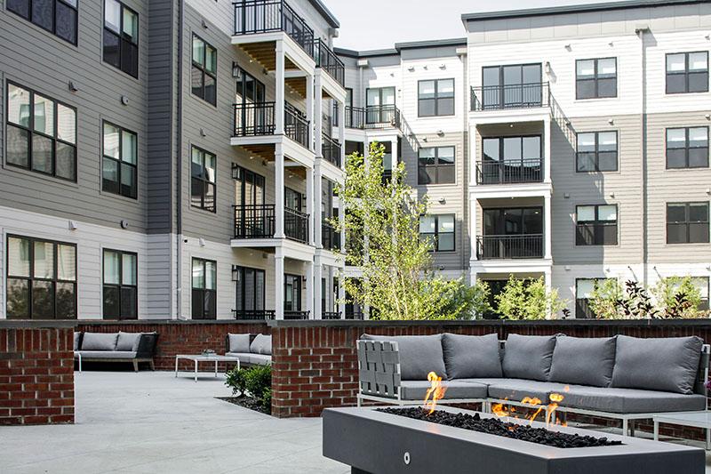 Outdoor lounge area at Clarus Glen Ridge Courtyard - JMF Properties